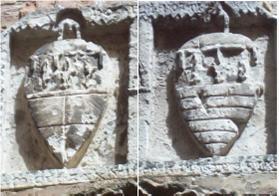 Foto A. Manni: Esempio di stemma lapideo - Stemmi su una lapide del 1337 a Civitanove Marche Alta